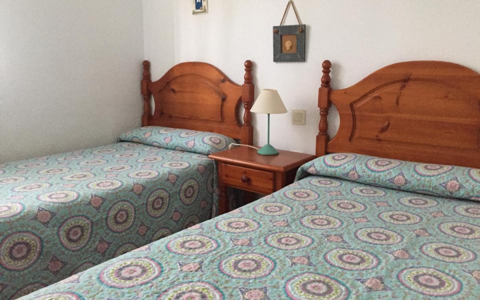 Bajo con jardín 3 dormitorios en Atlanterra Pueblo - Ref: 24